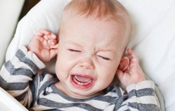 bebeklerde kulak ağrısı