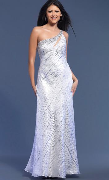 Beyaz bayan elbise