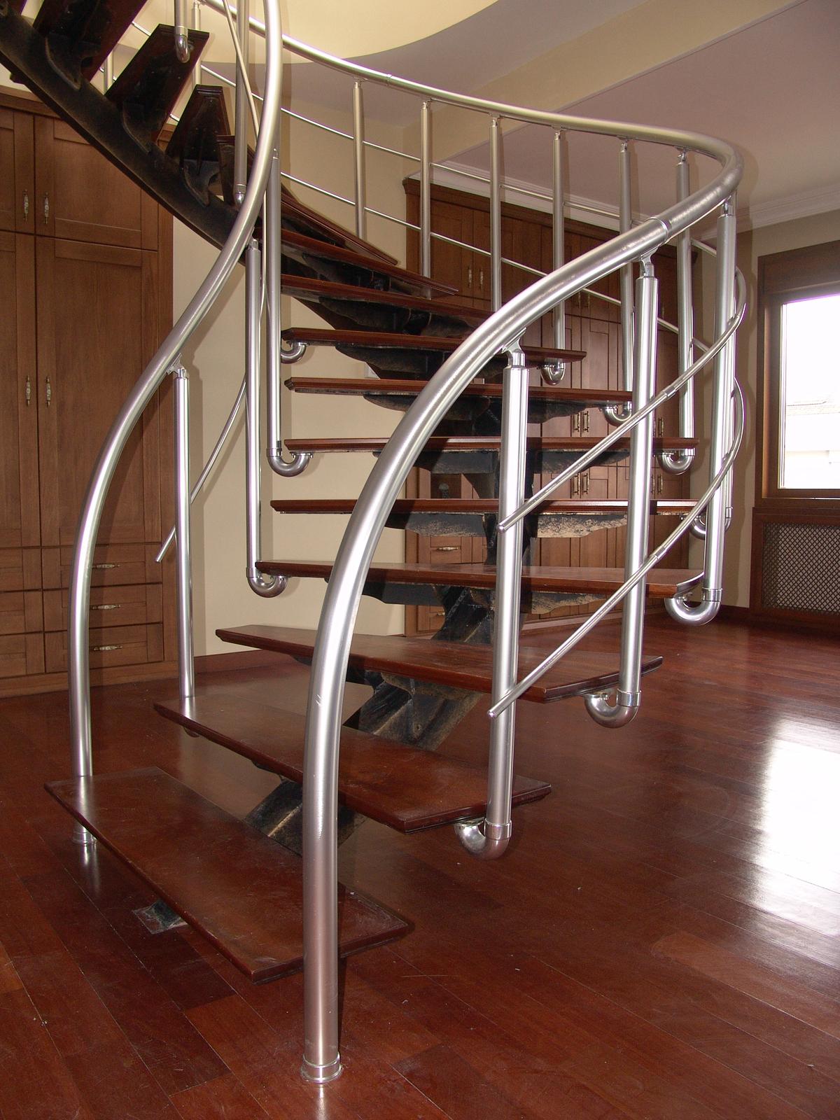 Neşeli ve Fonksiyonel Merdivenler